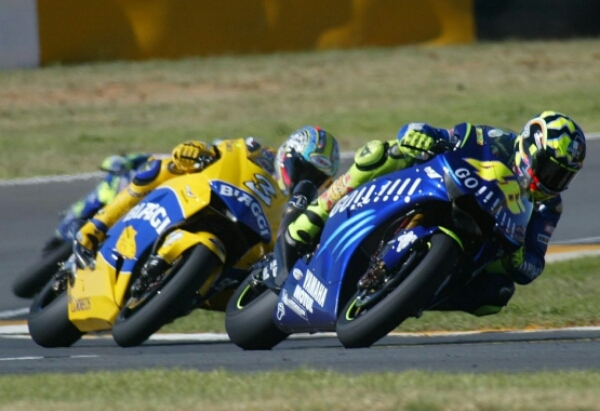 Image result for rossi vs gibernau jerez 2005 last lap